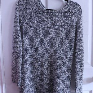 FOREVER 21 XS-S Twist Knit Sweater Black White